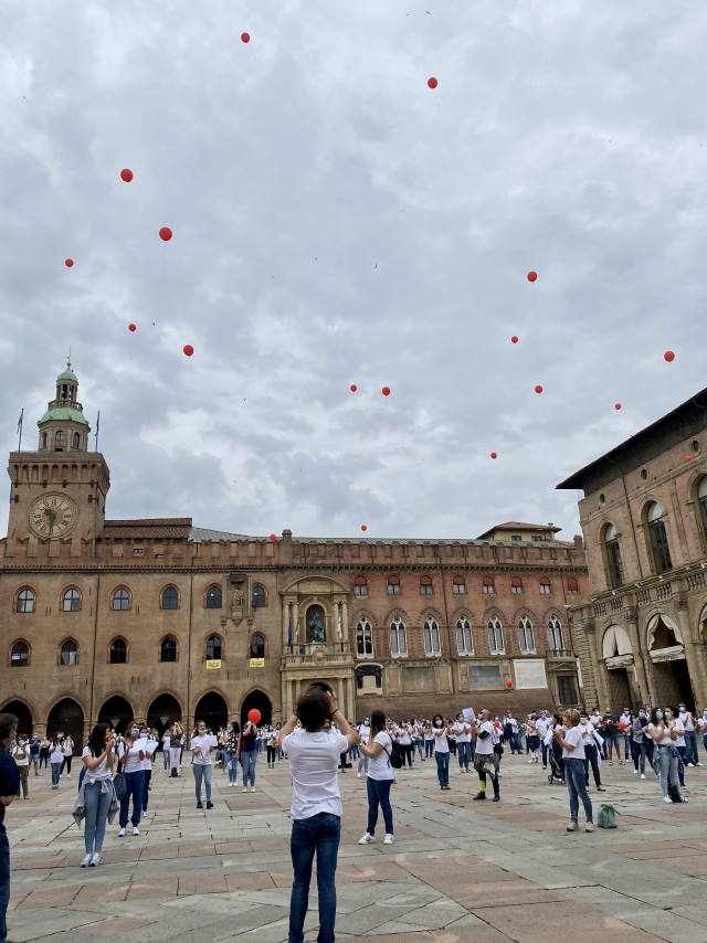 flash mob infermieri palloncini